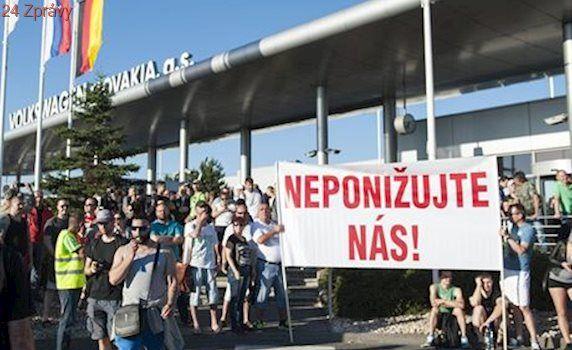 'Natvrdo pokračujeme v pondělí'. Slováci dál bojují stávkou s koncernem VW