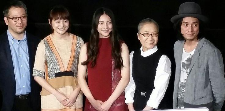 ③東京国際映画祭☆『ハローグッバイ』菊池健雄監督作品。 昔聴いた歌は、過去を想い出し 懐かしい場所へと連れていってくれる。現在(いま)を生きる上でも大切なことなのかもしれない。渡辺シュンスケさんが奏でるメロディは、どこか懐かしい。そして、この映画には、なくてはならない音楽です。