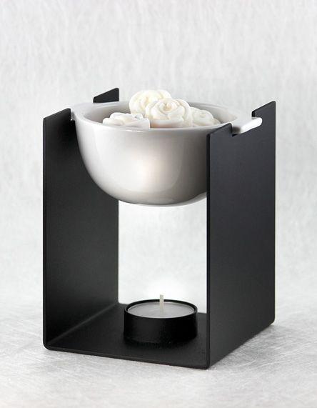 Kaufen Sie die Aromatherapielampe / Duftlampe BERLIN bei CottonCandle und probieren Sie damit unsere hübschen Duftwachse aus!