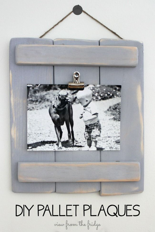 These DIY Pallet Plaques are an easy DIY and are a fun alternative to picture frames. Easy to make ... just some scrap wood and wood glue are all you need! OHMY-CREATIVE.COM  |  Pallet Project | Photo Frame | Bulldog Clip Project | DIY Frame