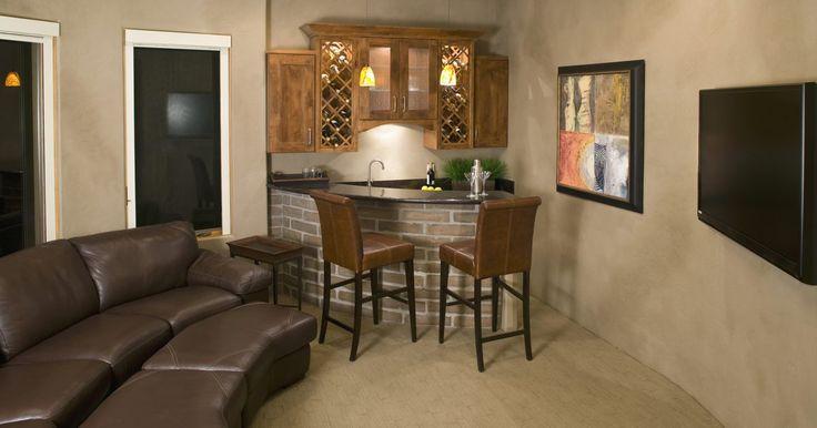 Ideas para decorar una sala de TV. Una sala de televisión requiere de un buen sillón y de una TV, por supuesto. Pero también necesita ese detalle especial que transforma el espacio en un sitio de descanso. Llegar del trabajo y relajarte viendo tu programa de televisión favorito es un verdadero placer, sobre todo si el espacio es cómodo, bello y ...