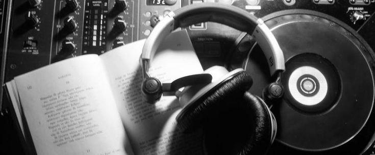 """Jazz, música clásica, rock, folklore argentino... Estos son algunos de los géneros que han cautivado a escritores de todos los tiempos y que han inspirado sus obras. Gabriel García Márquez confesó que, mientras estaba escribiendo Cien años de soledad, escuchó todos susálbumes de The Beatles. Stephen King necesita """"música pesada"""" para crear, y suele encontrarsu fuente de inspiración en grupos como Metallica y Anthrax."""