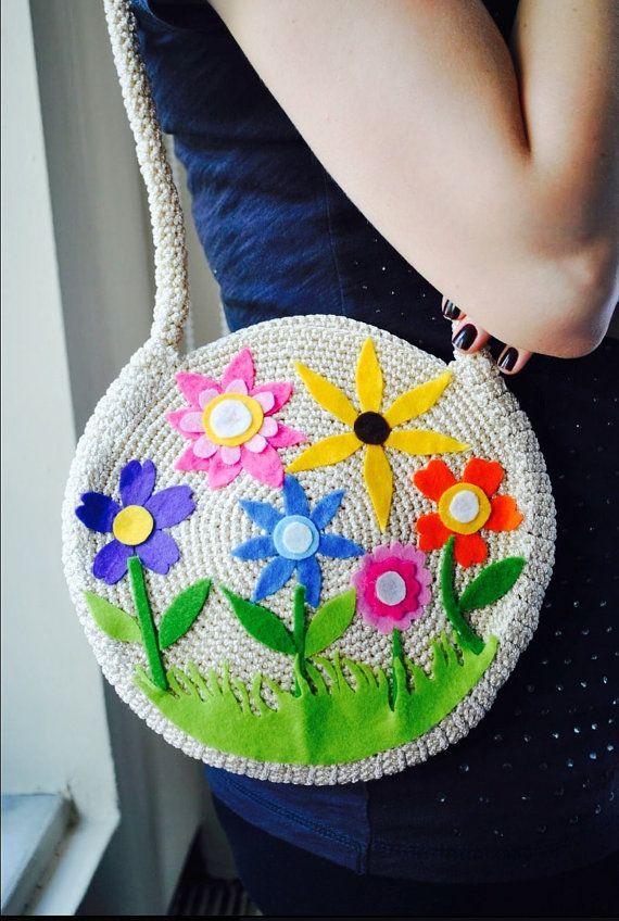 Crochet bag, decorated with felt flowers.