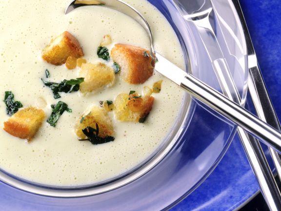 Selleriecremesuppe mit Knoblauch-Croûtons ist ein Rezept mit frischen Zutaten aus der Kategorie Cremesuppe. Probieren Sie dieses und weitere Rezepte von EAT SMARTER!