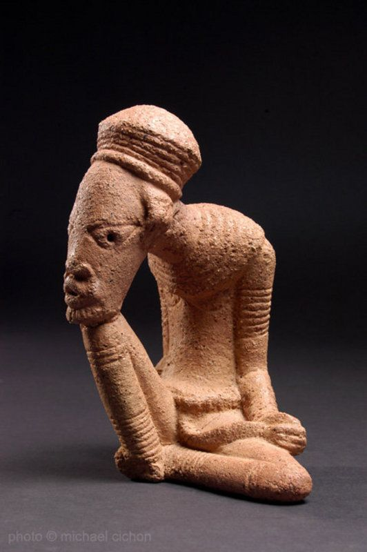 'The thinker' figure, front view.