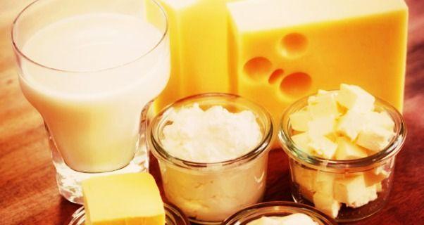 Università di Harvard. Gli ormoni del latte favoriscono il cancro al seno,ovaio e utero:afferma che il latte pastorizzato prodotto a livello industriale è associato nel causare tumori ormoni-dipendenti a causa della mungitura della mucca per tutta la sua gravidanza.Il Dott. Berrino aveva già detto che il latte va assolutamente evitato nei pazienti oncologici perché favorisce la diffusione del cancro.Ora gli scienziati hanno scoperto che ne favorisce anche la formazione.