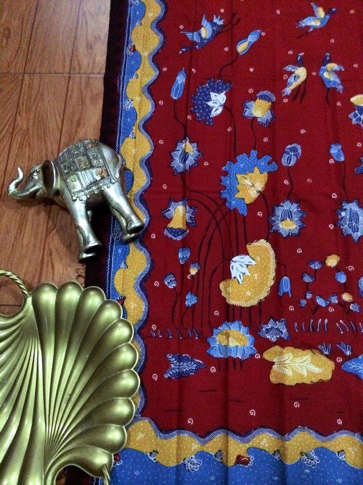 Batik tulis Cirebon, Amazingly Indonesia's craft, Merupakan kesenian dari indonesia yang menakjubkan  Kain Batik Cirebon dengan motif modern cocok untuk rok dan dress wanita atau kemeja pria.    Ukuran kain 2m X 1m.    Bahan Katun Primissima    Mutu dan kualitas terjamin sangat baik.    Tidak berbau, kain nyaman dipakai