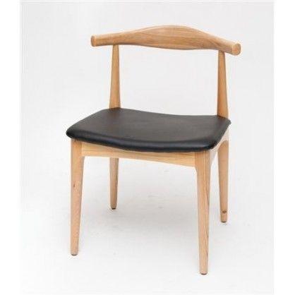 Proste i eleganckie krzesło wykonane z drewna. Replika krzesła Hansa Wagnera. Siedzisko wykonane jest ze sztucznej skóry.