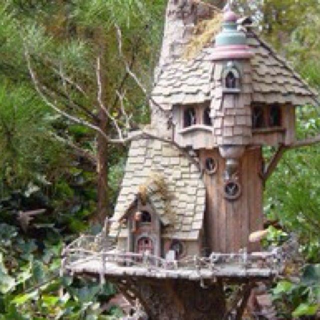 Unique birdhouses what a unique birdhouse randy 39 s for Creative birdhouses