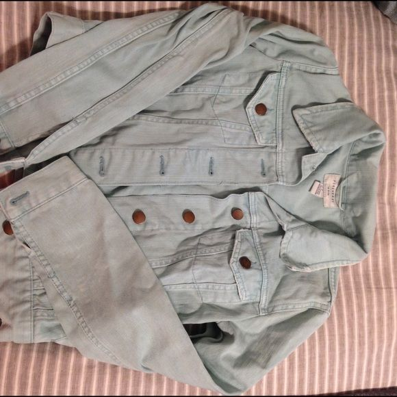 Light blue jean jacket Never worn! Bought new and washed once. Never dried. Super cute! Forever 21 Jackets & Coats Jean Jackets