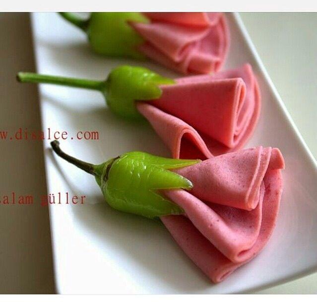 Wurstblume garniert... mit grüner Peperoni ♥♥♥ Salam güller salami roses decorational inspirational breakfast