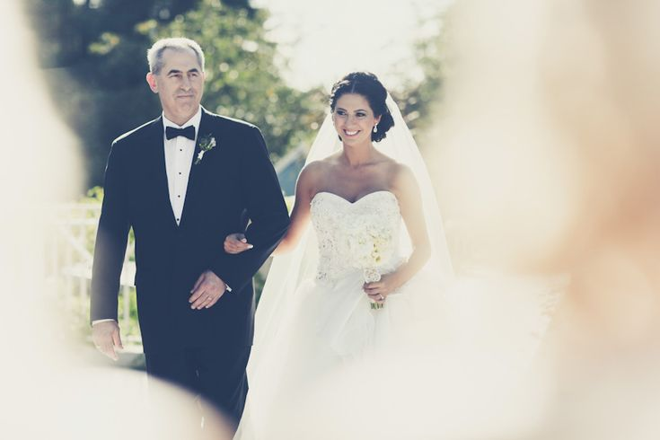 Father and daughter make there way down the isle at King Valley Golf Club - Images captured by PurpleTree Wedding Photography.