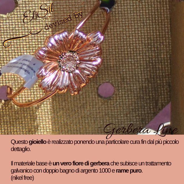 Questo gioiello é realizzato ponendo una particolare cura fin dal piú piccolo dettaglio. Il materiale base é un vero fiore di gerbera che subisce un trattamento galvanico con doppio bagno di argento 1000 e rame puro. (nikel free)