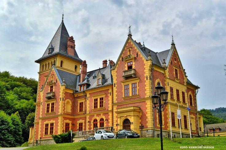 Kastélyaink a Kárpát-medencében- Károlyi-kastély - Ma kastélyszálló - Parádsasvár - Északi-középhegység