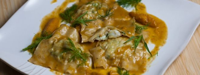 Zeste | Raviole de langoustines à l'avocat, sauce orangée