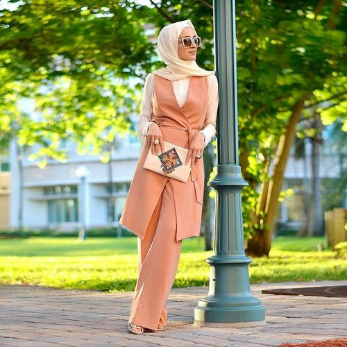 hijab suit in peach color- Fashionista hijab trends http://www.justtrendygirls.com/fashionista-hijab-trends/