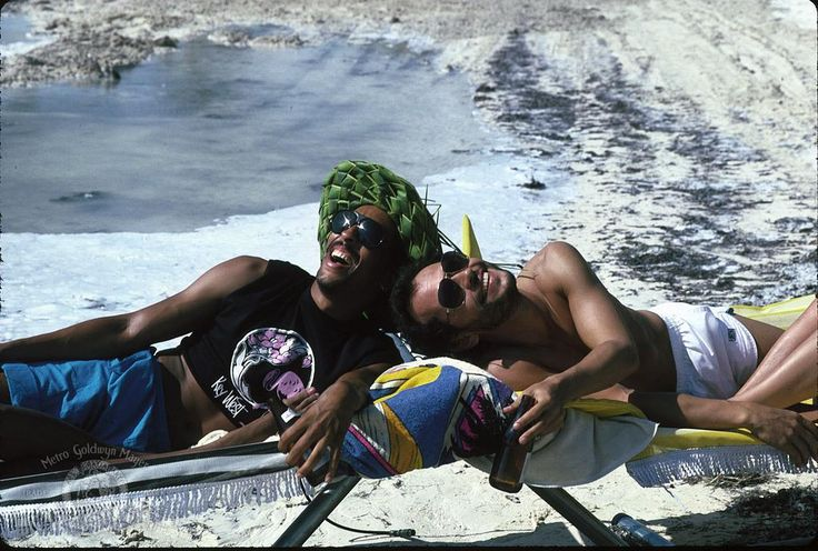 Billy Crystal and Gregory Hines in Running Scared (1986) http://www.movpins.com/dHQwMDkxODc1/running-scared-(1986)/still-4205165312