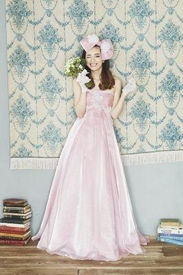 動きやすくて花嫁に負担の少ないキュートなエンパイヤドレス♡ マタニティ用のピンクカラードレス。ウェディングドレス・花嫁衣装まとめ。