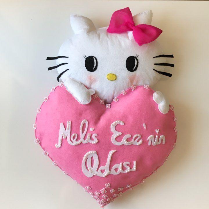 """34 Beğenme, 1 Yorum - Instagram'da Örgülerin Gücü Adına (@wayu_mochilla): """"Veee Hello Kitty kapı süsümüz de hazır. 😻#hediyelik #hellokitty #hellokittykapisusu #kapısüsü…"""""""