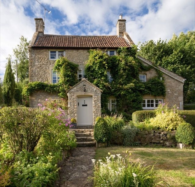 Pin By Betty Millard Stout On Cottages Cabins And Country Houses In 2020 Stone Cottage Cottage House Front