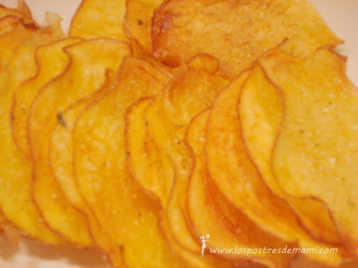 Patatas chips al horno. ¿Nunca os habéis preguntado cómo se podrían hacer esas patatas chips que tanto nos gustan y que tanto engordan? Pues aquí tenéis la receta de las que no engordan ;)