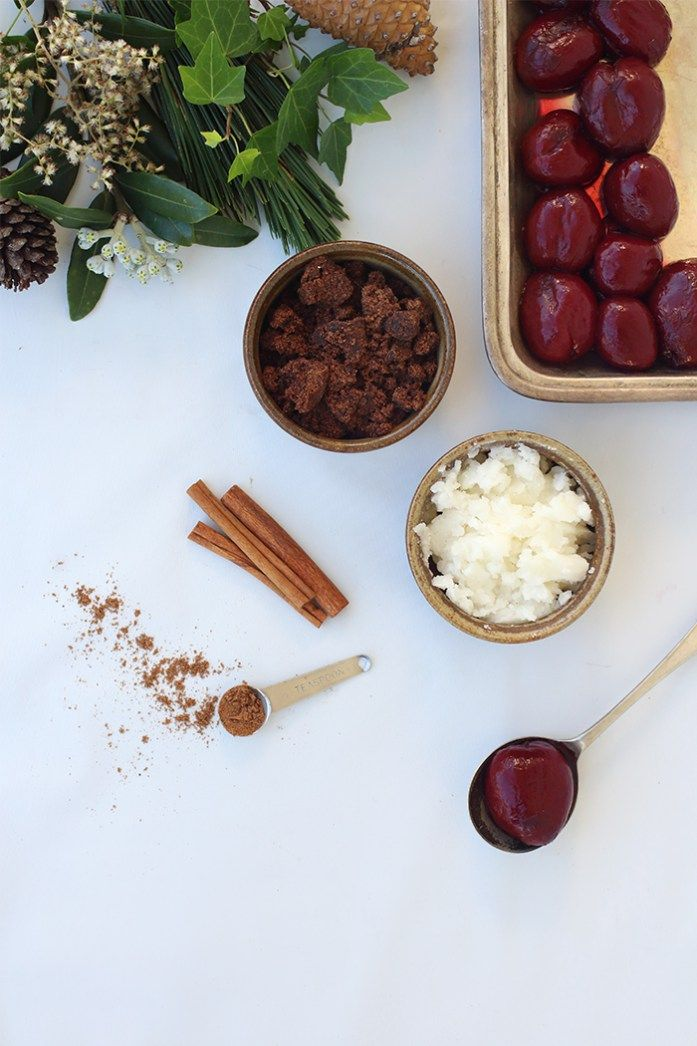 DIY Festive Body Scrub by Keenie / DIY   Based on the traditional Christmas Pudding Made with plums, mixed spice, caramel extract, coconut oil and dark Muscovado sugar.