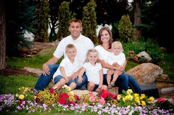 17 best images about family portrait ideas on pinterest for Family of 3 picture ideas