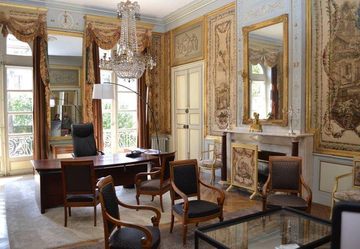 Le bureau du Président et salon d'honneur de la CCI Aude orné de tapisseries de la manufacture d'Aubusson se trouvant au 1er étage de l'hôtel de Murat (XVIIIe siècle).  Photo: Jean-Paul Gourmandin