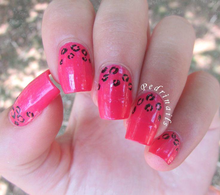 Ruffian manicure animalier fucsia - animal print freehand painted with nail polishes