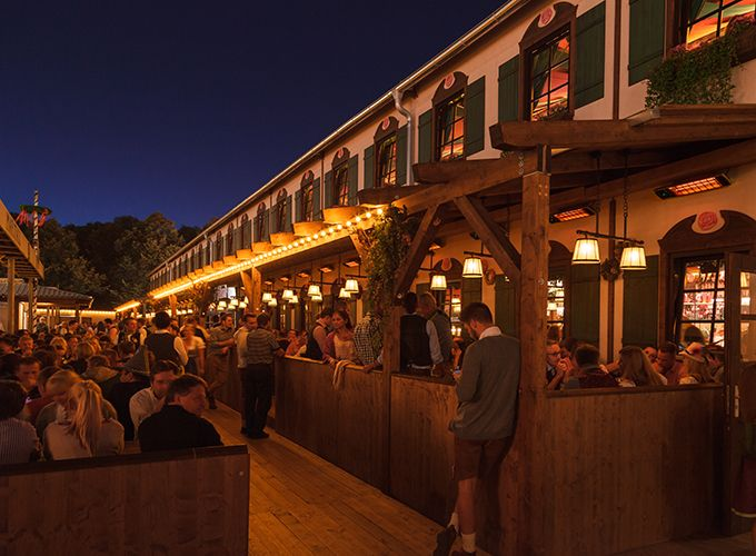 Outdoor infrared heaters HEATSCOPE Spot are perfect for heating outdoor dining areas or beergardens.