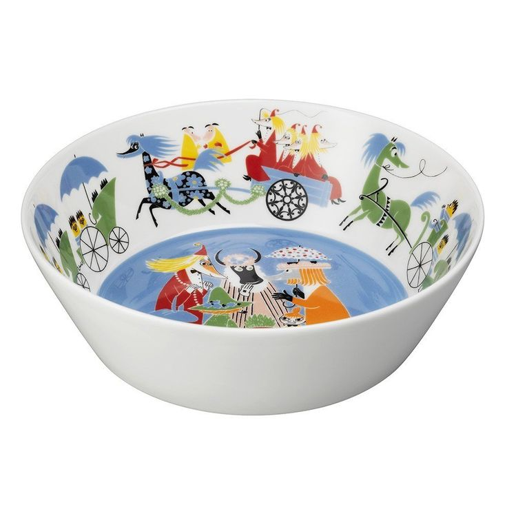 "The new Moomin Friendship serving bowl by Arabia from 2016 features a famous motive from the book ""Who will comfort Toffle?"". It's designed by Tove Slotte based on the original work of Tove Jansson. This lovely bowl will certainly delight both young and old at the dinner table. Complete your Moomin tableware collection with this beautiful piece. Muumi Ystävyys -tarjoilukulhon kuvituksen perustana on Tove Janssonin kirja ""Kuka lohduttaisi Nyytiä?"". Arabian taiteilija Tove Slotte on…"