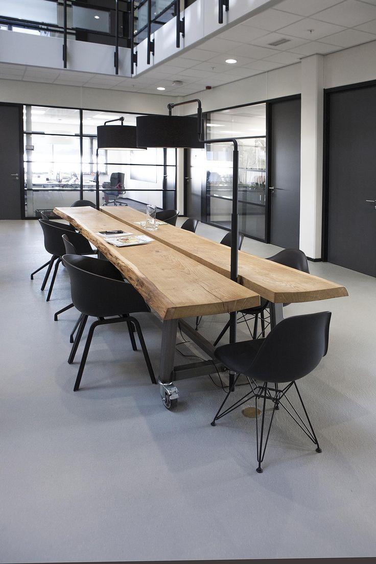 Kantooromgeving; oplevering 2016   Er zijn verschillende ruimtes ingericht waar zowel informeel als formeel kan worden vergaderd. Laag - hoog, rond - vierkant; er is zo veel mogelijk! Wit, zwart, groen, grijs, rubber, hout, eiken, verlichting, led, hanglamp, Vitra, VEPA, HAY, &tradition   For this customer we've designed various spaces for both formal and informal meetings. High or low, traditional or layed-back; Everything goes! White, black, green, blue, grey, wood, oak, lighting, pendant