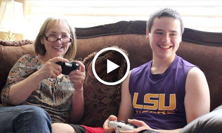 Ça donnerait quoi de jouer aux jeux vidéo avec votre maman ? La réponse dans cette vidéo hilarante