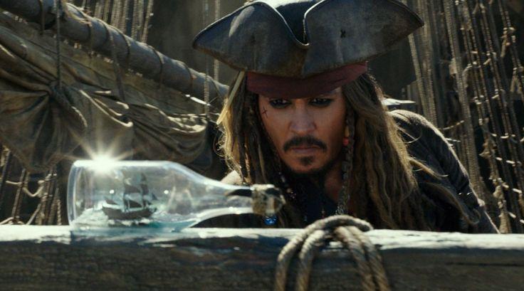 Kapitán Jack Sparrow se vrací Piráti z Karibiku: Salazarova pomsta přináší nenáročnou, ale příjemnou zábavu