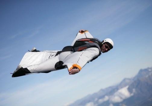 un video di Jeb Corliss che, con la sua tuta alare, riesce letteralmente a volare sopra Rio de Janeiro. http://www.nuvolari.tv/aria/jeb-corliss-e-la-sua-tuta-alare