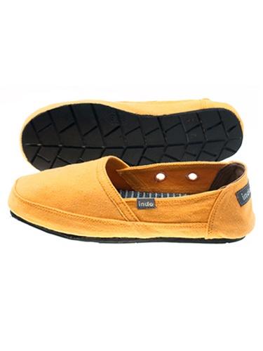 "Pantai ""Beach"" Shoe: made from repurposed tires!"