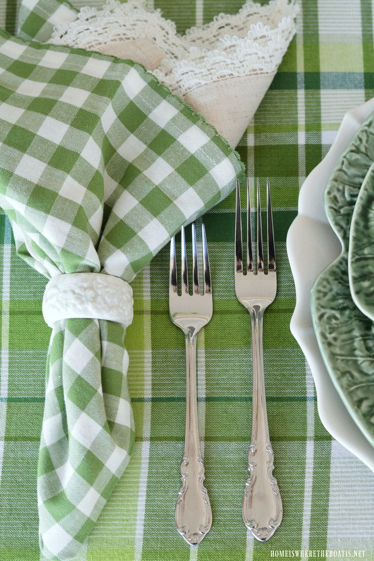St. Patrick\u0027s Day Table with Inspiration from an Irish Blessing | homeiswheretheboatis.net & 167 best Irish Vignettes and Tablescapes images on Pinterest | Table ...