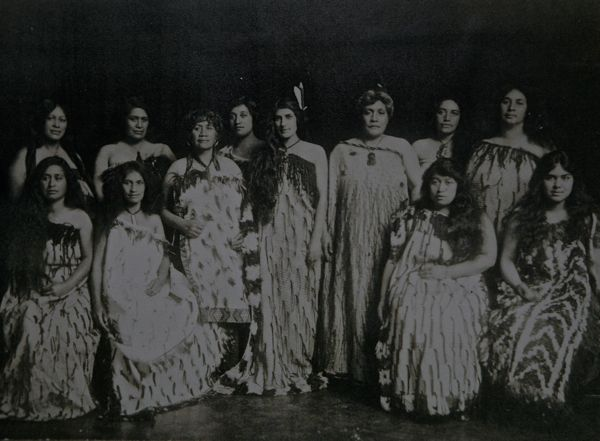 Rangitira women of the Te Ati Awa tribe. At the centre is Lady Pomore, standing to her right Romahora, then Grandaunty Mata with Grandma Ripeka Love at the end of the row.