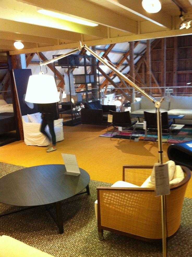 Riktigt fin vardagsrumslampa som finns på Ekerömöbler för ungefär 9000 kr