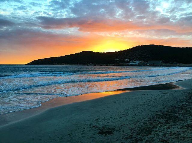 Sunset beach ! #sessalines #salinas #salinesbeach #nature #mountain #sunset #sky #skyporn #beach #beautiful #wonderfulworld #paradise #bestplace #illesbalears #islasbaleares #ibiza #eivissa #island #mediterranean #ocean #love #weekend #travelblog #travelling #travelpics