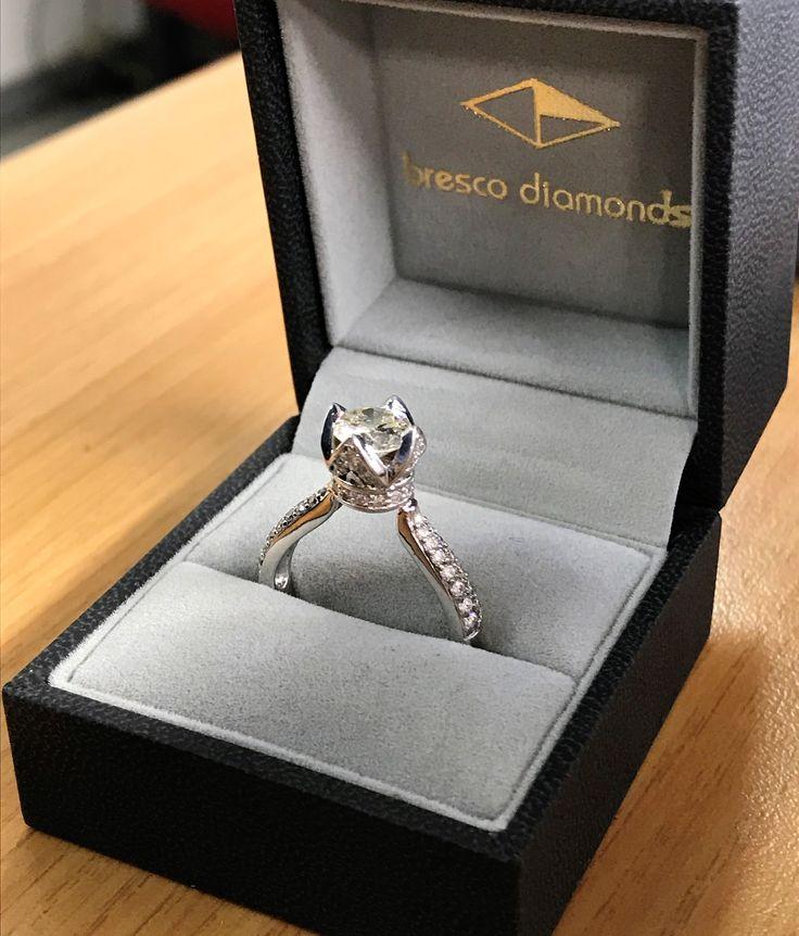 1.1ct main #diamond, #meleediamonds in #18ctwhitegold.