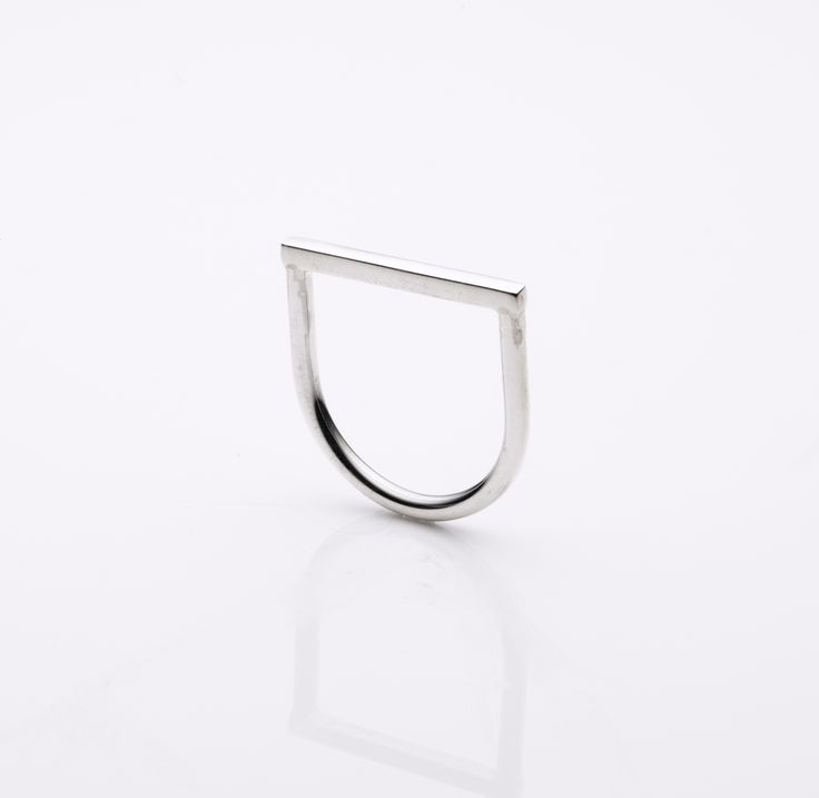 Simple D band ring
