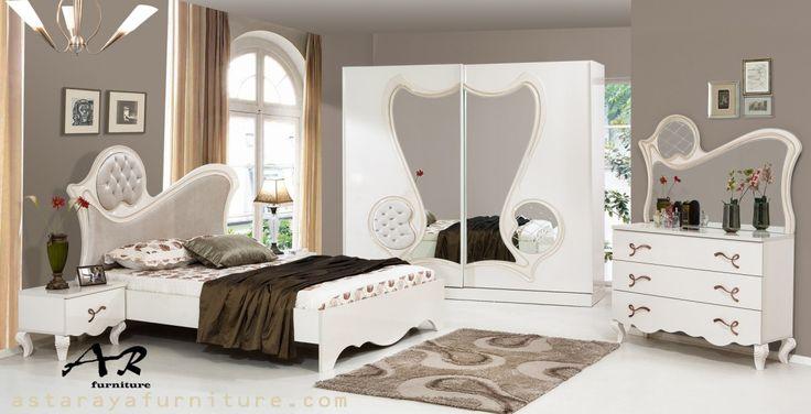 Set Kamar Tidur Elegant Modern Design Furniture Terbaru Set Kamar Tidur Elegant Modern Design Furniture Terbaru merupakan produk furniture indoor yang kami kategorikan sebagai Set Kamar Tidur Dewas…