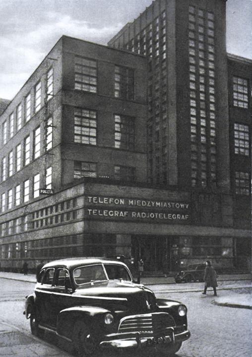 Gmach Głównego Urzędu Komunikacji Międzymiastowej przy Nowogrodzkiej 45 (róg Poznańskiej) we wczesnych latach '50
