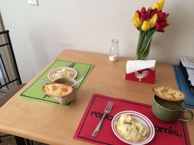 Homemade - mashed potatoes - mashed taters - french onion soup - homemade mustard croutons - sopa de cebolla - pure de papa - crutones caseros de mostaza