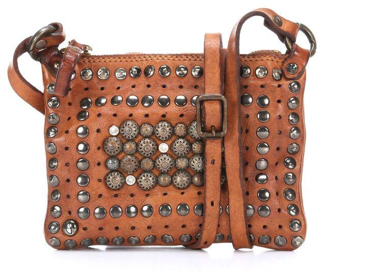 die besten 25 handtasche nieten ideen auf pinterest handtasche mit nieten crossbody taschen. Black Bedroom Furniture Sets. Home Design Ideas