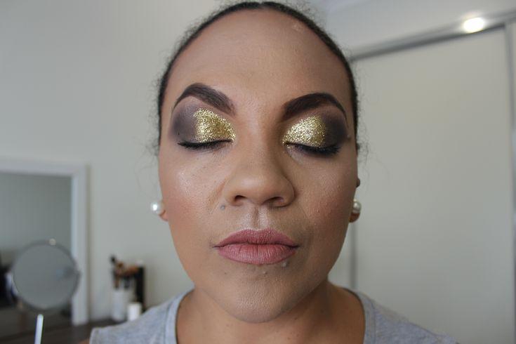 Gold full glam eyeshadow