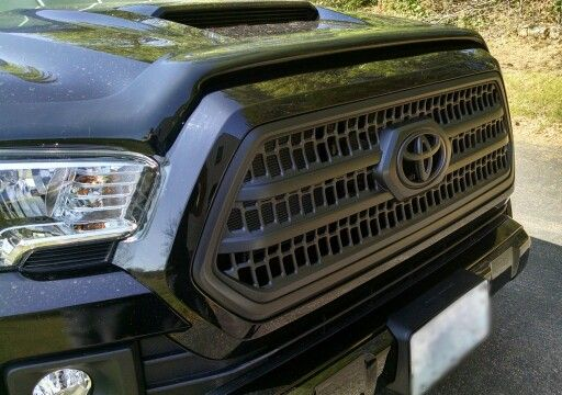 Blacked-Out grill 2016 Toyota Tacoma TRD Sport