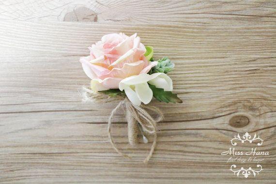 Boutonnière rustique, pomme de pin boutonnière, fleur Rose Rose à la boutonnière, boutonnière rustique, ficelle et toile de jute mariage, fleurs de garçons d'honneur, marié