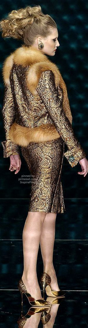 Couture Fall 2004 - Jean Louis Scherrer http://www.stylebistro.com/runway/Couture Fall 2004/Jean-Louis Scherrer/browse